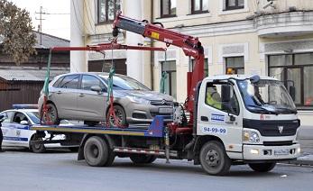 Автомобили без номеров в Москве эвакуируют реже